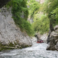 Array (     [id] => 700     [id_producto] => 10     [imagen] => pro_rafting-anso.jpg     [orden] => 3 )